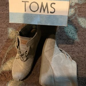 TOMS Gray Suede wedge size 6.5